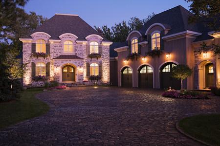 housing lot: Large house illuminated