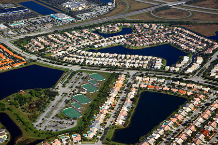 Aerial view of houses on florida east coast LANG_EVOIMAGES