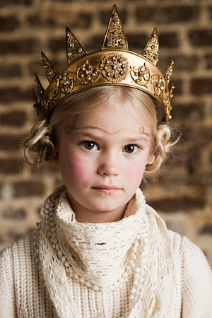 Young girl wearing gold crown LANG_EVOIMAGES