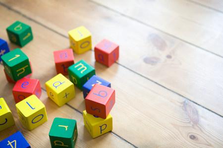 Building blocks on wooden floor LANG_EVOIMAGES