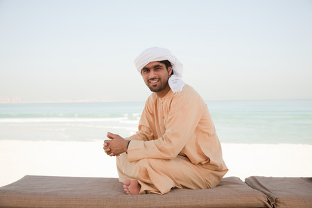 25 29 years: Middle Eastern man wearing headdress, portrait LANG_EVOIMAGES