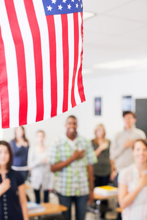 High school students swearing allegiance to the American flag LANG_EVOIMAGES