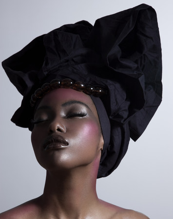 blacks: Young woman wearing head tie LANG_EVOIMAGES