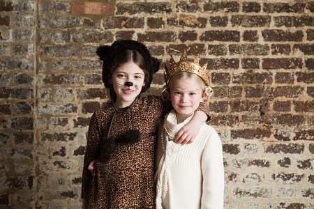 6 7 year old: Young girls dressed up as cat and queen