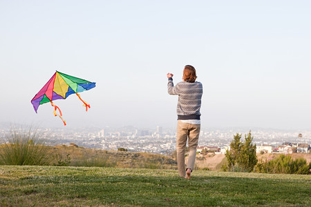 Young man flying a kite LANG_EVOIMAGES