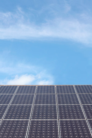 environmentalism: Solar panel roof LANG_EVOIMAGES