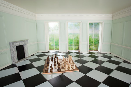 Big chess set in small room LANG_EVOIMAGES