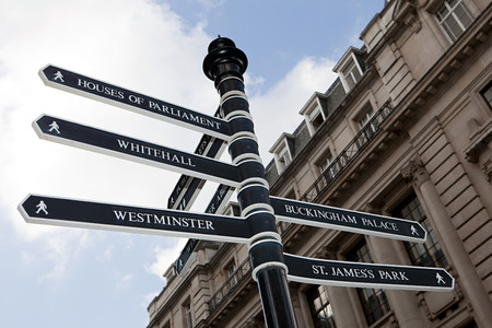 st jamess: London signpost LANG_EVOIMAGES