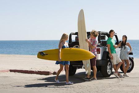 Friends by vehicle with surfboards LANG_EVOIMAGES