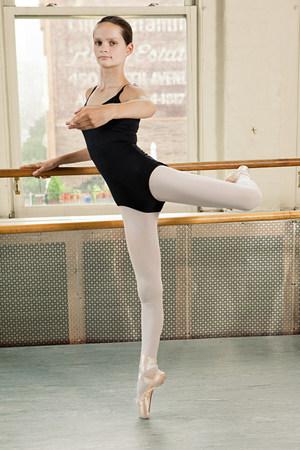 en pointe: Ballerina en pointe LANG_EVOIMAGES