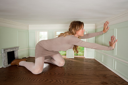 housing lot: Giant young woman trapped in small room LANG_EVOIMAGES