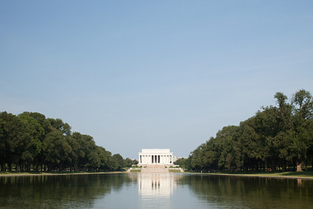 lincoln memorial: Lincoln memorial and reflecting pool, Washington DC, USA