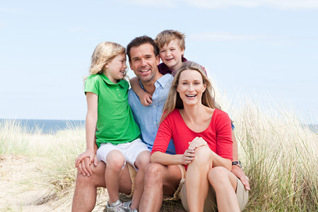 scottish female: Happy family at the coast LANG_EVOIMAGES