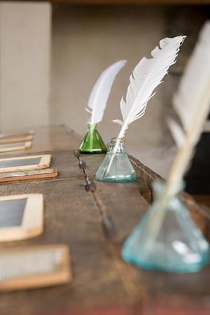 pluma de escribir antigua: Plumas y tinteros en escritorios antiguos LANG_EVOIMAGES