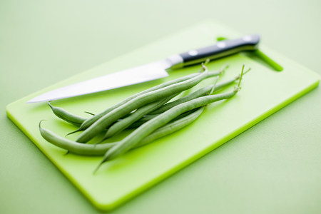 Green beans on chopping board