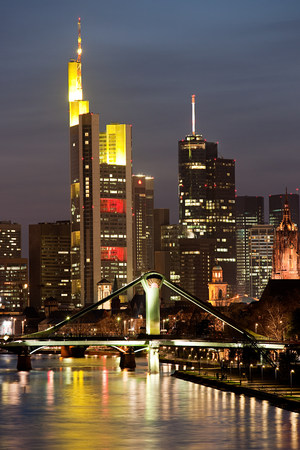 sleek: Skyline and Main River at night, Frankfurt, Germnay