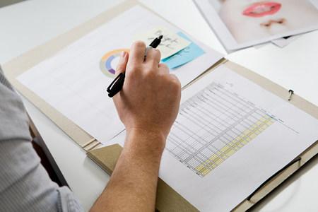 above 18: Fashion designer working at desk LANG_EVOIMAGES