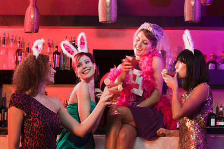 20 25 years old: Four young women on hen night