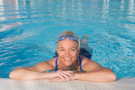Mature woman in swimming pool LANG_EVOIMAGES