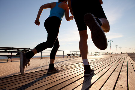 Two people running on promenade LANG_EVOIMAGES
