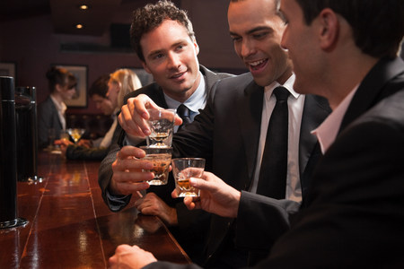 35 40: Three businessmen drinking at a bar LANG_EVOIMAGES