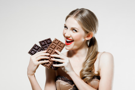 Young woman holding chocolate LANG_EVOIMAGES