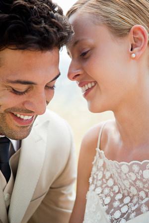 Newlyweds, close up portrait LANG_EVOIMAGES