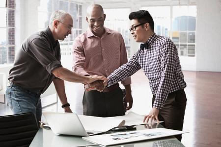 african american handshake: Businessmen shaking hands in office