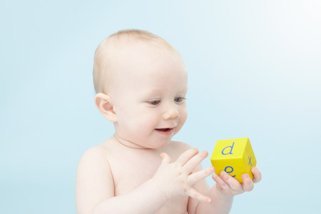Baby looking at alphabet cube LANG_EVOIMAGES