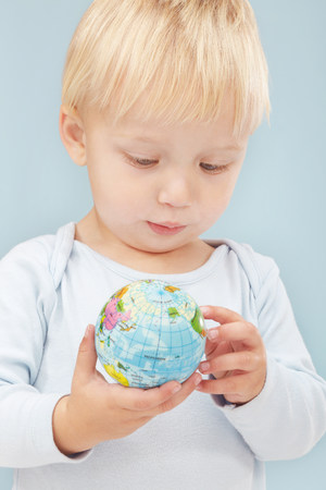 curiousness: Little boy looking at little globe LANG_EVOIMAGES