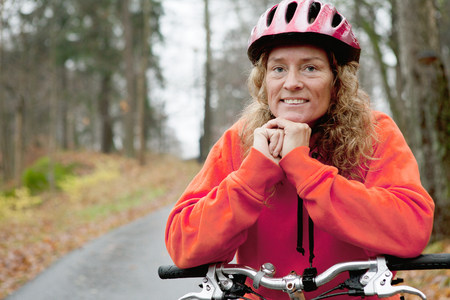 front facing: Portrait of mature woman on cycle ride LANG_EVOIMAGES