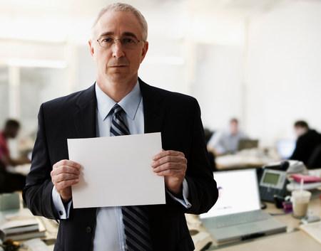 expect: Portrait of senior man holding blank sheet of paper LANG_EVOIMAGES