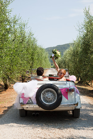 19 year old boy: Newlyweds in classic car