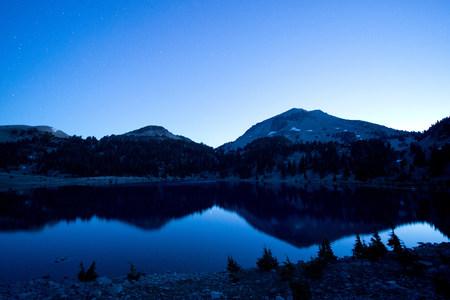 Lake and Mount Lassen,Washington,USA LANG_EVOIMAGES