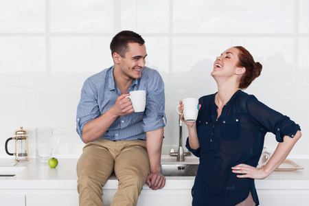 25 29 years: Colleagues laughing in kitchen LANG_EVOIMAGES