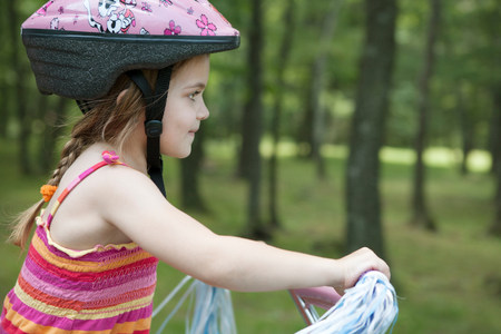 off shoulder: Girl cycling LANG_EVOIMAGES