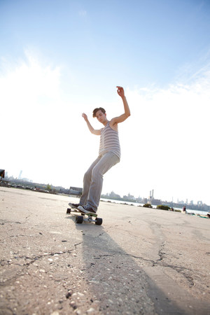 Young man skateboarding LANG_EVOIMAGES
