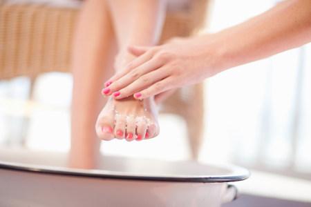 lavish: Woman having salt scrub on feet LANG_EVOIMAGES