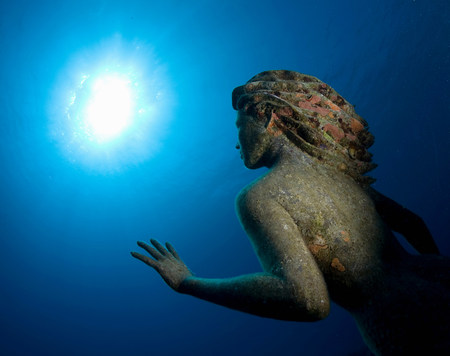 the sunken: Sunken statue underwater