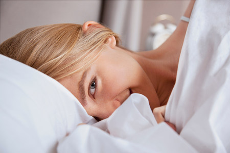 Close up of young woman in bed LANG_EVOIMAGES