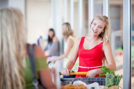age 25 30 years: Women pushing shopping cart