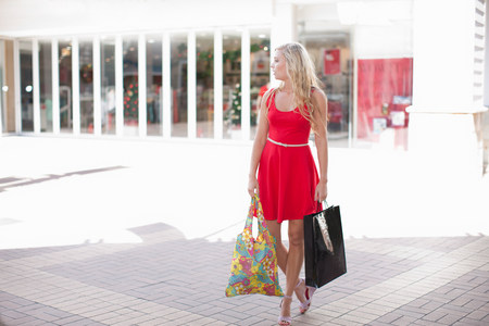 change purse: Woman carrying shopping bags outdoors