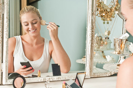 narcissist: Woman applying make up