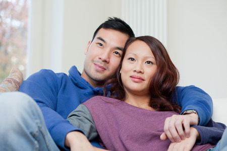 snug: Couple relaxing together on sofa LANG_EVOIMAGES