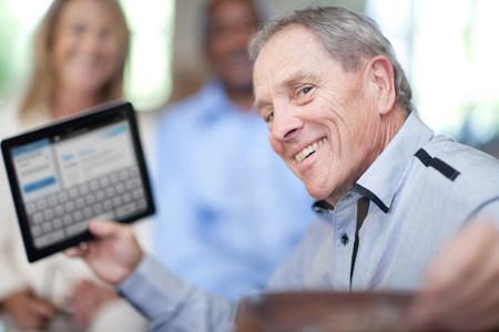 Older man using tablet computer LANG_EVOIMAGES