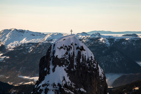 Cross on snowy mountaintop LANG_EVOIMAGES