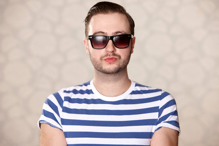 30 years old man: Man wearing sunglasses indoors LANG_EVOIMAGES