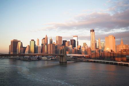 negative area: New York City skyline and bridge LANG_EVOIMAGES