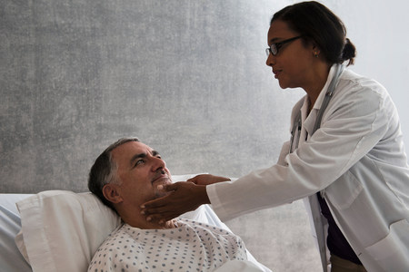recuperating: Female doctor checking male patient LANG_EVOIMAGES