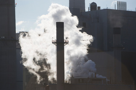 tallness: Steam from factory smokestack LANG_EVOIMAGES
